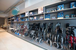 Interior Ortopedia Plantia en donde se muestran sillas de ruedas y demás productos de ortopedia
