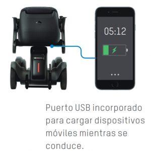 Puesto USB incorporado para cargar el teléfono móvil, en la silla de ruedas eléctrica APEX Whill C disponible en Ortopedia Plantia de Donostia - San Sebastián